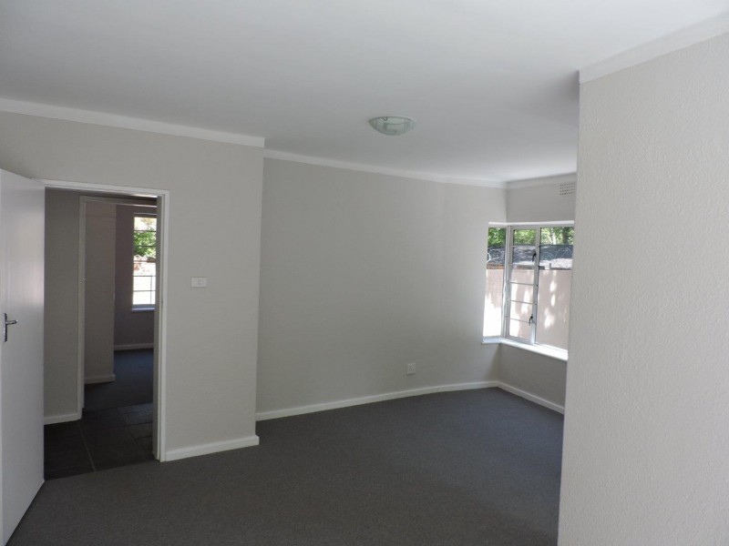 2 Bedroom Ground Floor Flat in Newlands with Private Driveway and Balcony