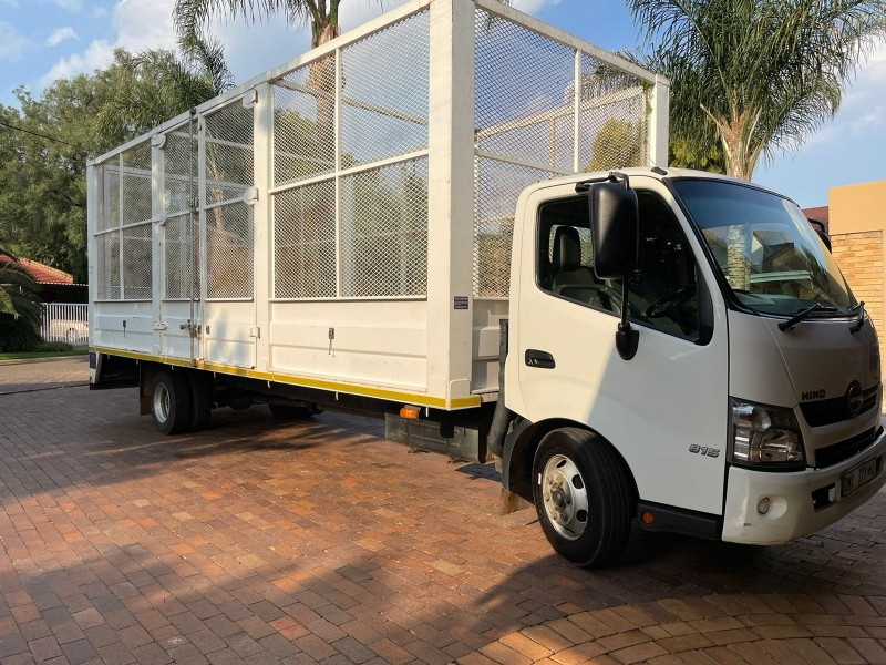2016 Toyota Hino 300 815 with Cage Body